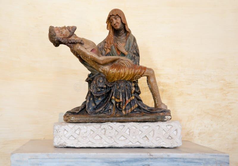 Statue de pieta de La à l'intérieur de Basilica di Aquileia photo libre de droits