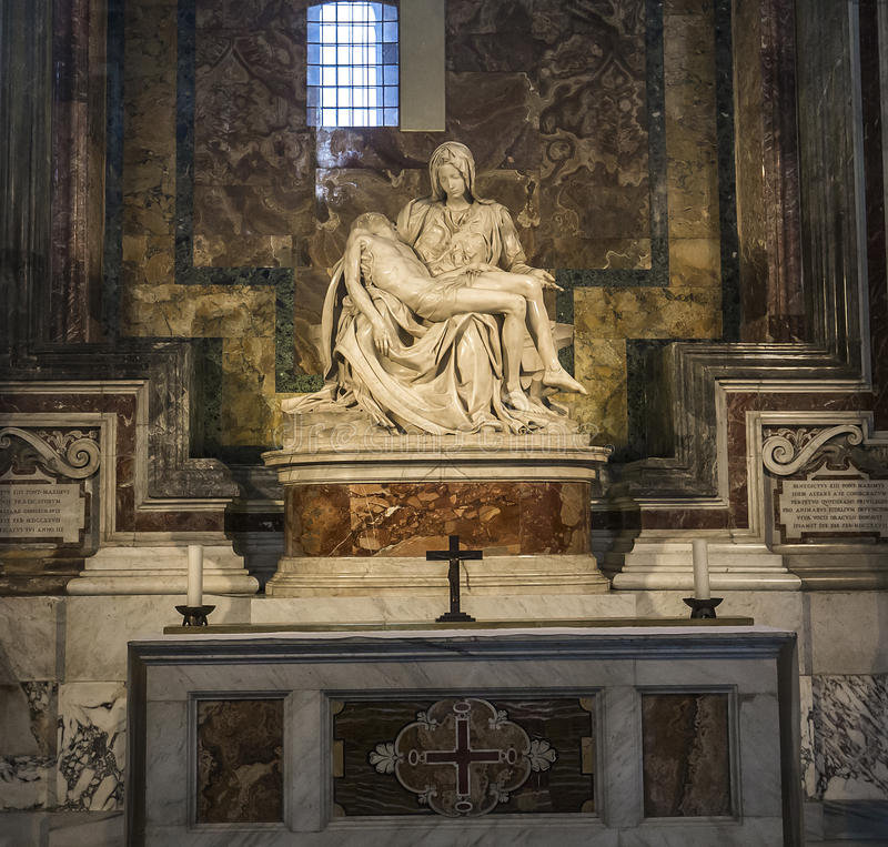 Statue de Pieta de Michaël Angelo dans la basilique de St Peter, Vatican image stock