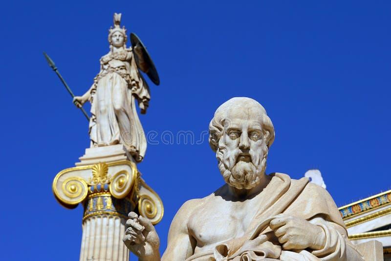 Statue de Platon et d'Athéna devant Athene University image libre de droits