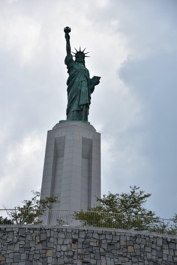 Statue de reproduction de liberté chez Liberty Park en collines de Vestavia en Alabama photos stock