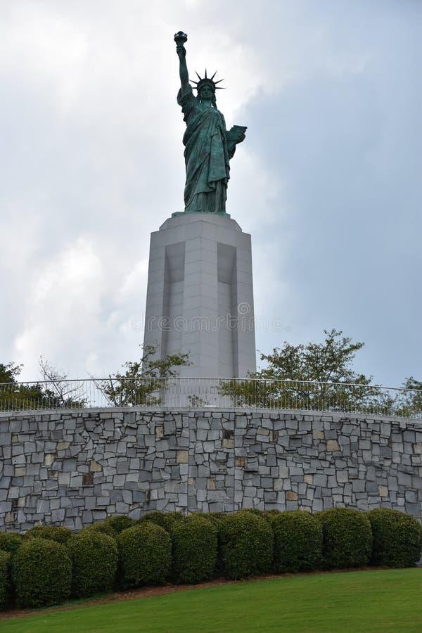 Statue de reproduction de liberté chez Liberty Park en collines de Vestavia en Alabama images stock