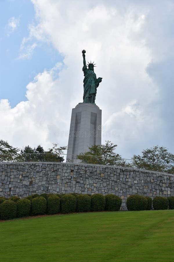 Statue de reproduction de liberté chez Liberty Park en collines de Vestavia en Alabama image stock
