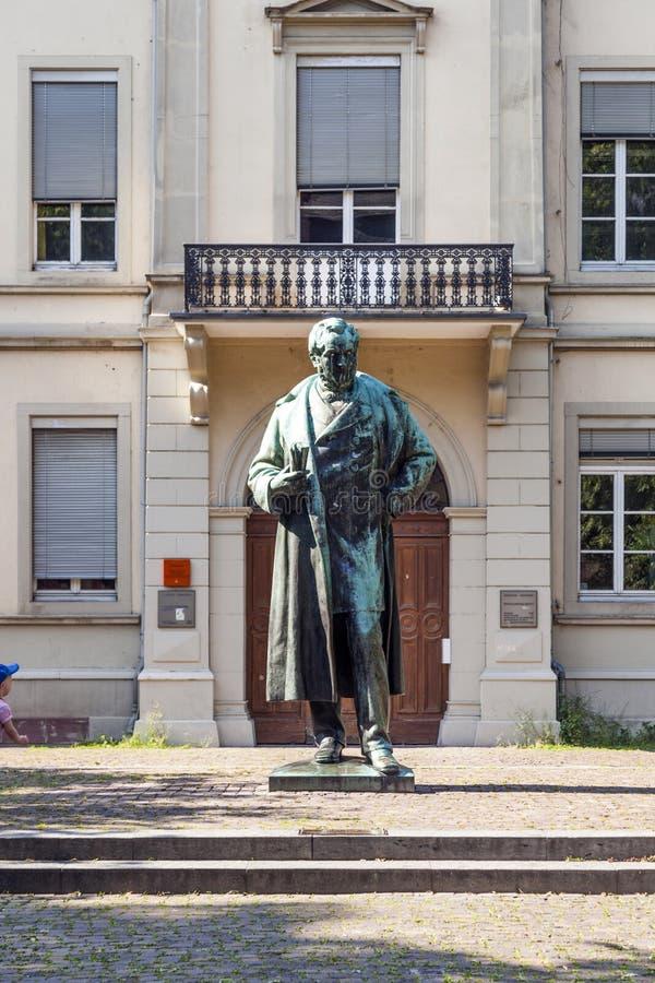Statue de Robert Wilhelm Bunsen photographie stock libre de droits