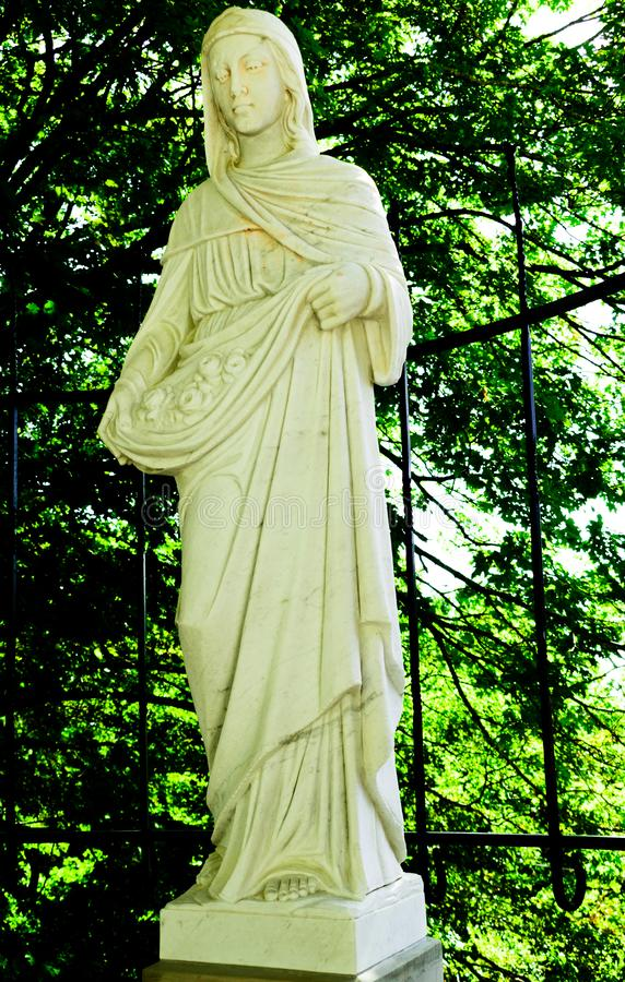 Statue de saint Elizabeth d'église catholique de la Hongrie photo stock