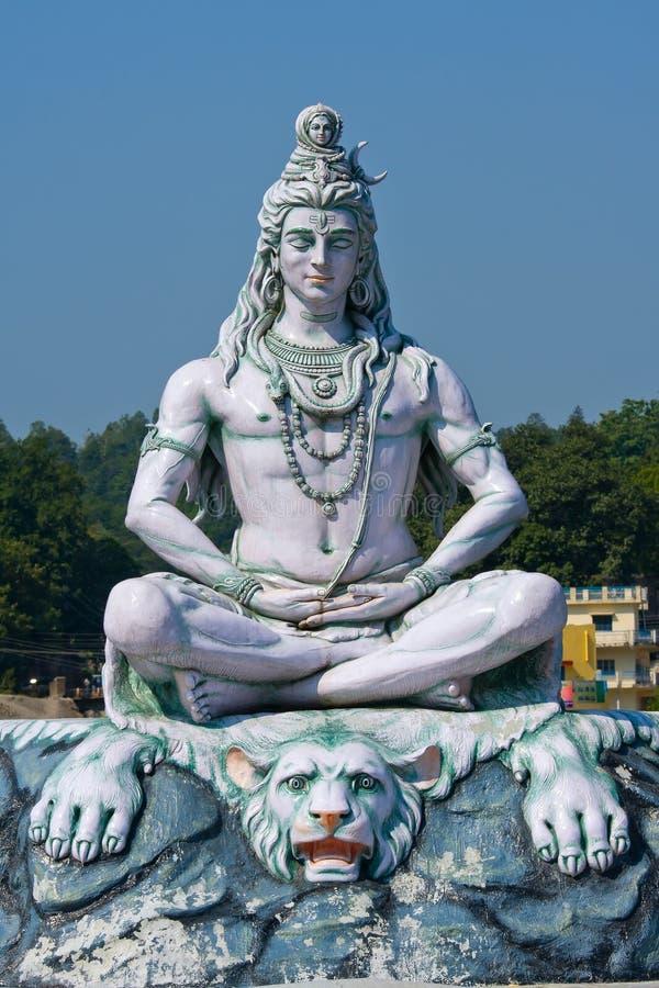 Statue de Shiva dans Rishikesh, Inde photographie stock libre de droits