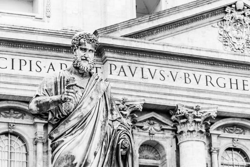 Statue de St Peter avec la cl? du royaume du ciel Ville du Vatican images libres de droits