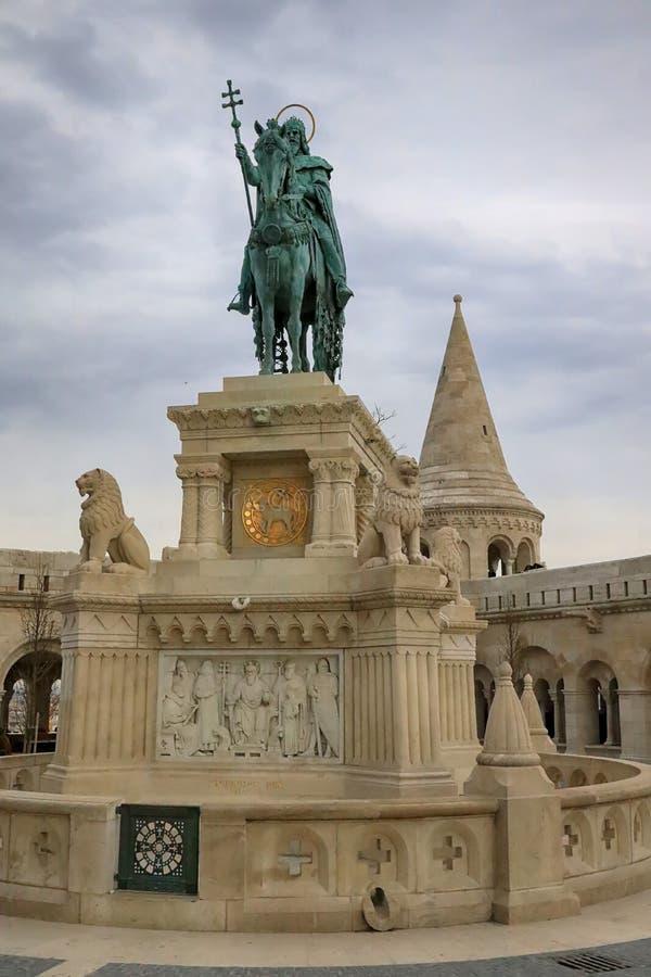 Statue de St Stephen I de la Hongrie dans la bastion des pêcheurs photo stock