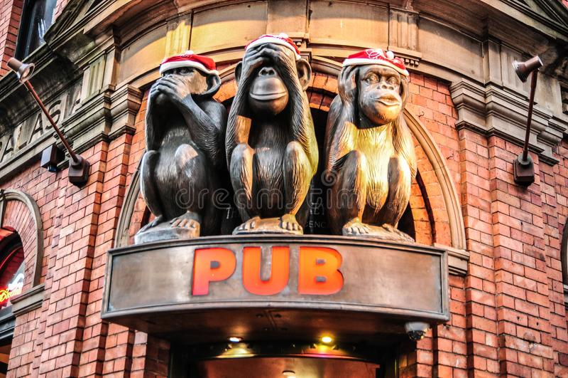 Statue de trois singes dans 3 actions différentes pour l'icône célèbre du ` s de bar à Sydney image libre de droits