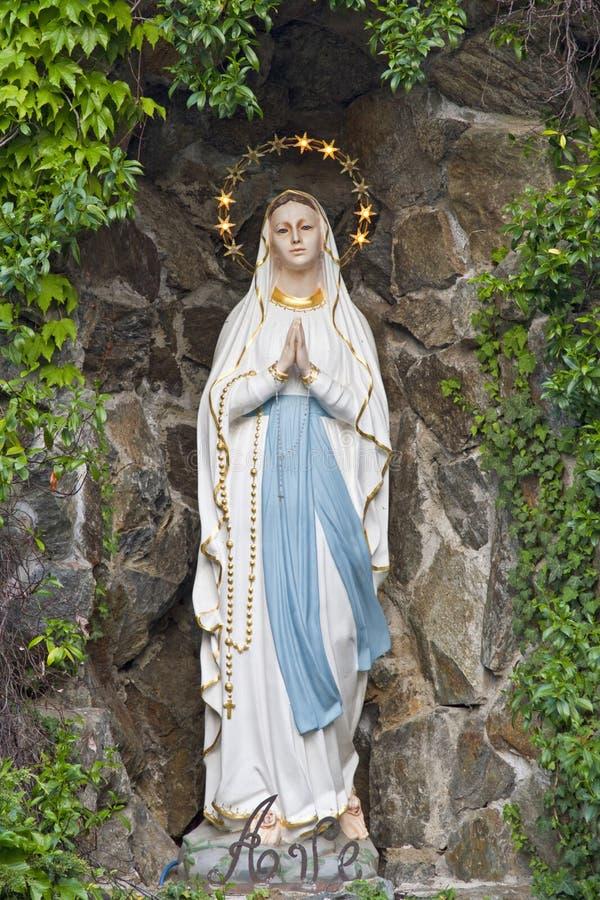 Statue de vierge marie image stock image du chapelle for Statue vierge marie pour exterieur