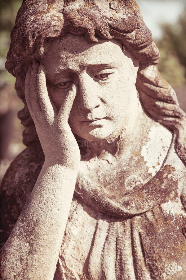 Statue de Vierge Marie Sculpture en vintage de femme triste dans la peine image libre de droits