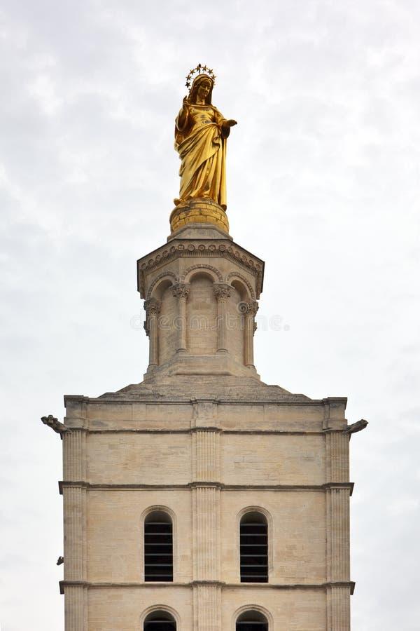 Statue de Vierge Marie sur la cathédrale d'avignon photos stock