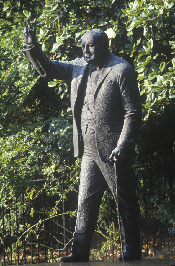 Statue de Winston Churchill, sur la rangée d'ambassade, entrée à l'ambassade britannique sur l'avenue du Massachusetts, Washingto photos stock