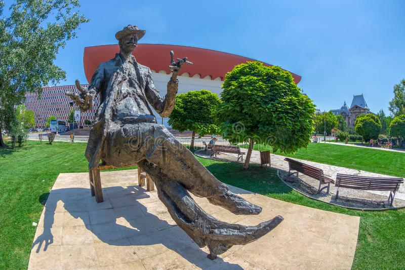 Statue de writter roumain Ioan Luca Caragiale photographie stock libre de droits