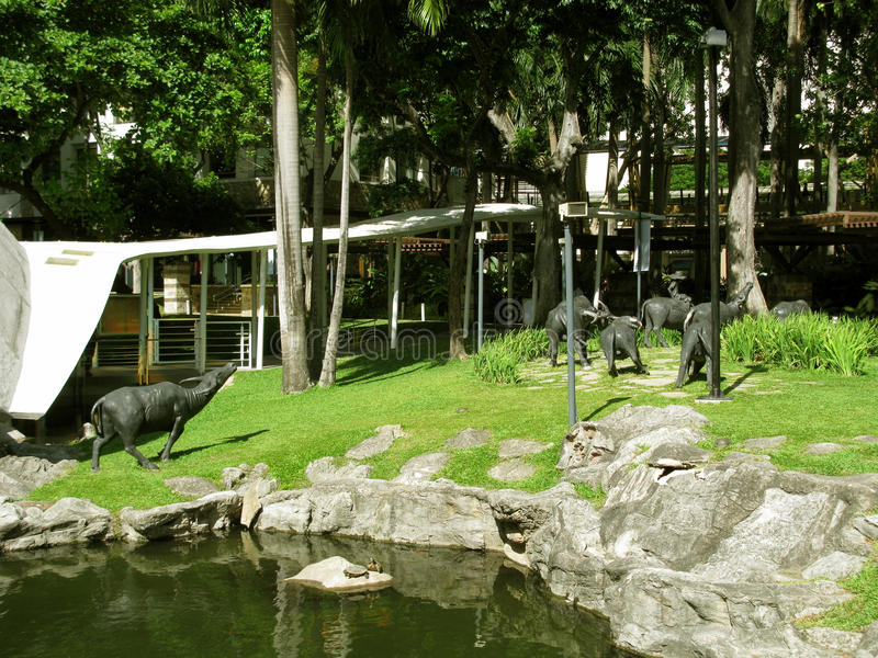 Statue del Carabao, parco del centro commerciale della zona verde, Makati, Filippine fotografia stock libera da diritti