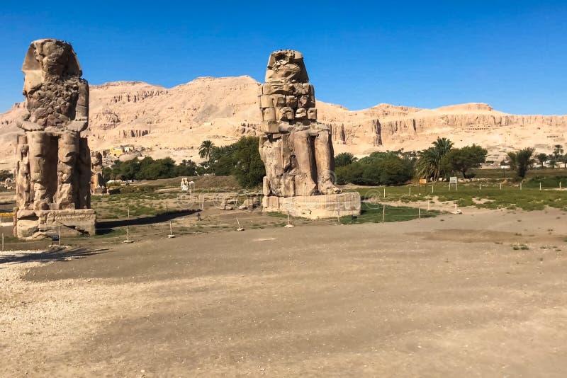 Statue dell'altro Egitto Con le megaliti dei monumenti del tempio immagine stock
