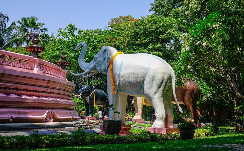 Statue dell'elefante al tempio di Erawan fotografia stock libera da diritti