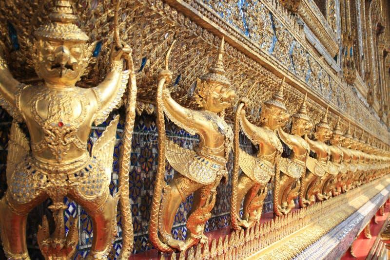 Statue dell'oro della Tailandia immagini stock libere da diritti