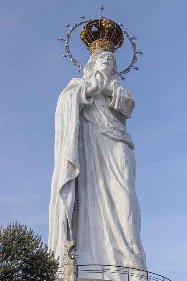 Statue der Jungfrau der Unbefleckten Empfängnis in Junín, Peru stockfotos