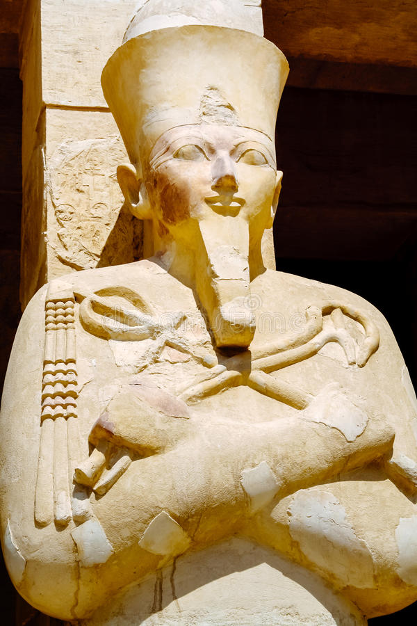 Statue der Königin Hatshepsut als Osiris Luxor, Ägypten stockfotos