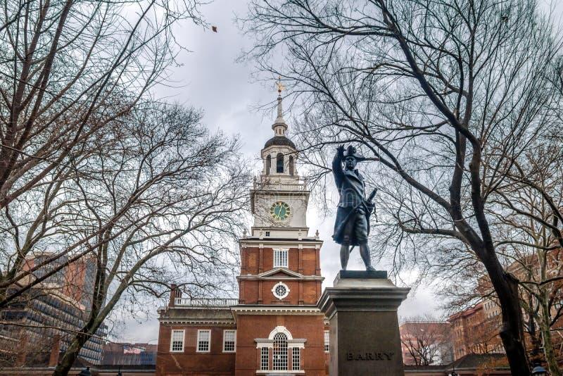 Statue der Unabhängigkeit Hall und John Barrys - Philadelphia, Pennsylvania, USA stockfotos