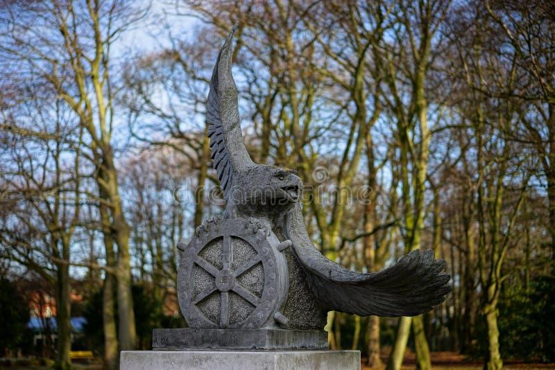 Statue des Adlers stockbilder