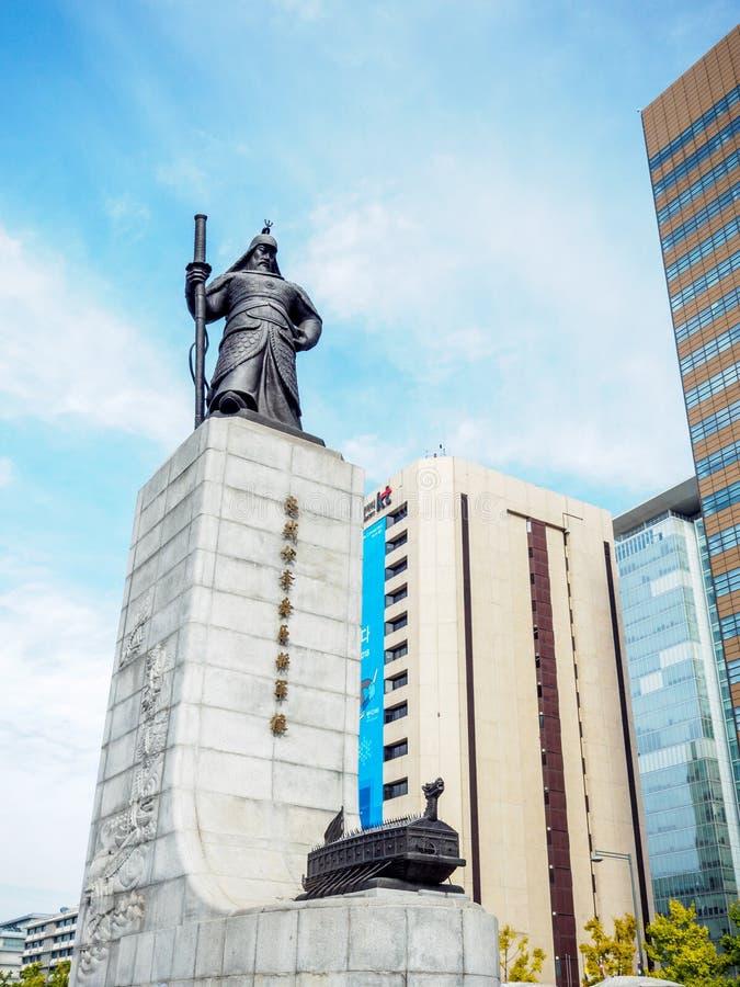Statue des Admirals Yi Sun-Sin lizenzfreie stockfotografie