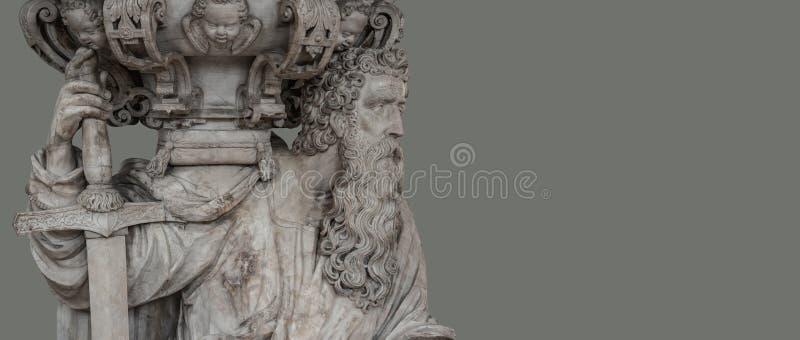 Statue des alten bärtigen Ritters mit Klinge in Magdeburg-Kathedrale lizenzfreie stockfotos