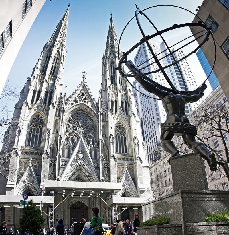 Statue des Atlasses und der Str. Patrick Chruch lizenzfreie stockfotos