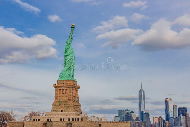 Statue des bâtiments de négligence de liberté de Manhattan du centre, à New York City, les Etats-Unis image stock