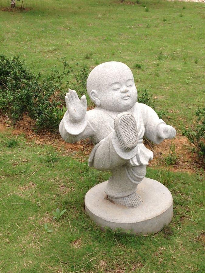 Statue des buddhistischen Mönchs lizenzfreies stockbild