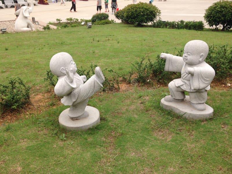 Statue des buddhistischen Mönchs lizenzfreie stockfotografie