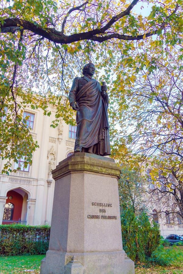 Statue des deutschen Philosophen Schelling 1861 durch Friedrich Brugg lizenzfreie stockfotografie