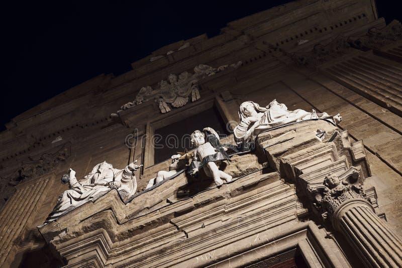 Statue des femmes et de l'ange d'enfant à Florence l'Italie image stock