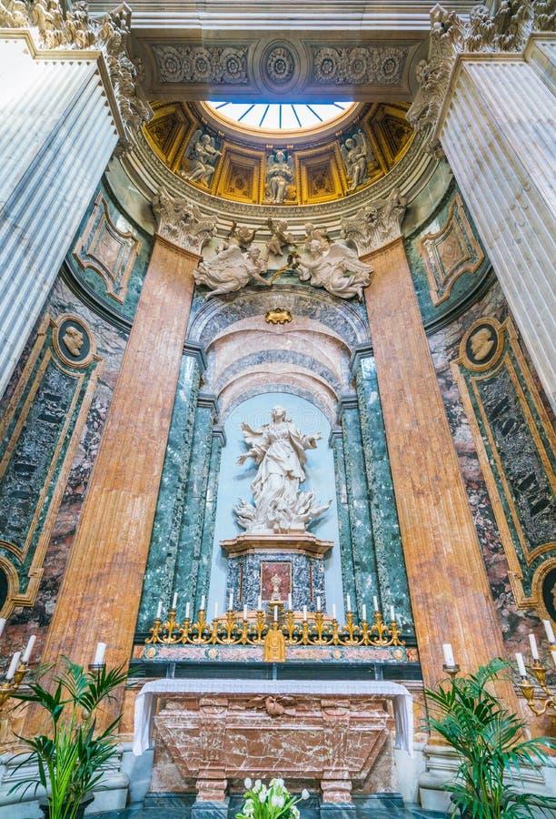 Statue des Heiligen Agnes in den Flammen durch Ercole Ferrata in der Kirche von Sant-` Agnese in Agone in Rom, Italien lizenzfreie stockfotografie