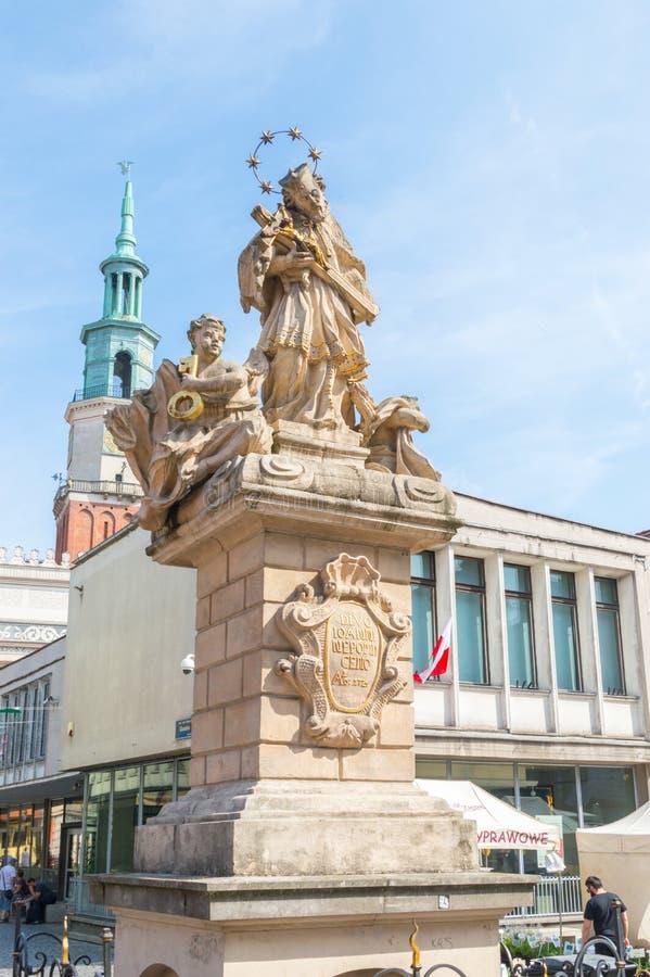 Statue des Heiligen John von Nepomuk in der alten Stadt von Posen lizenzfreie stockfotografie