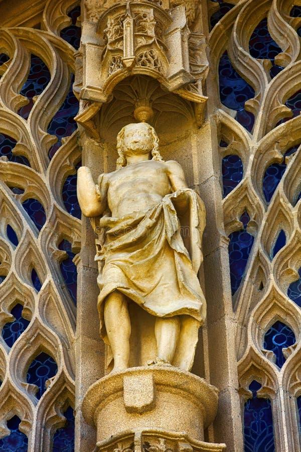 Statue des Helden und der openwork Verzierung stockfoto