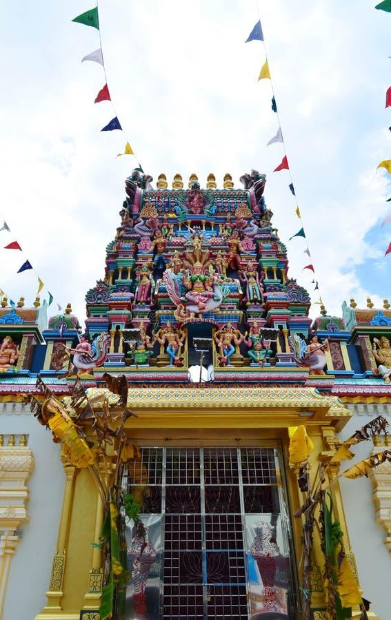 Statue des hindischen Gottes auf der Fassade, Penang, Malaysia lizenzfreie stockfotografie