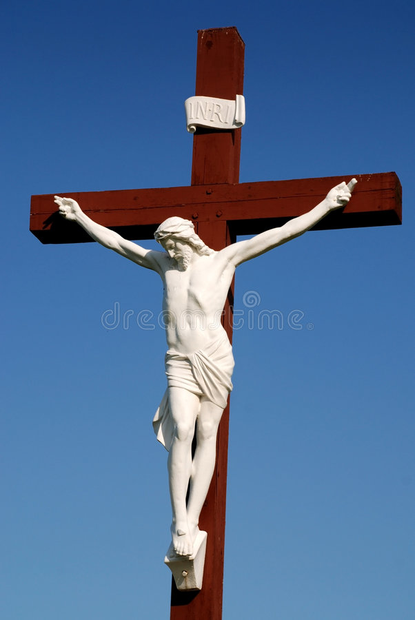 Statue des Jesus Christus auf hölzernem Kreuz stockbilder