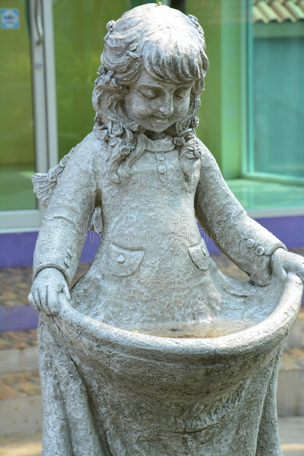 Statue des jungen Mädchens stockbilder