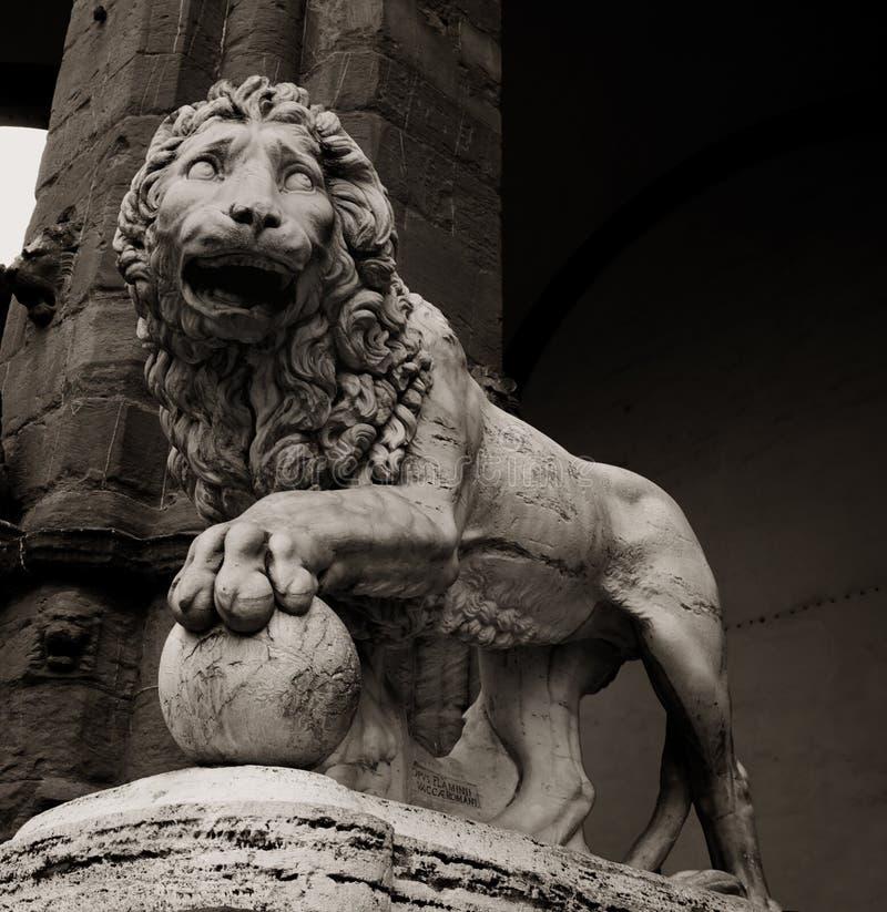 Statue des Löwes in Florenz lizenzfreies stockbild