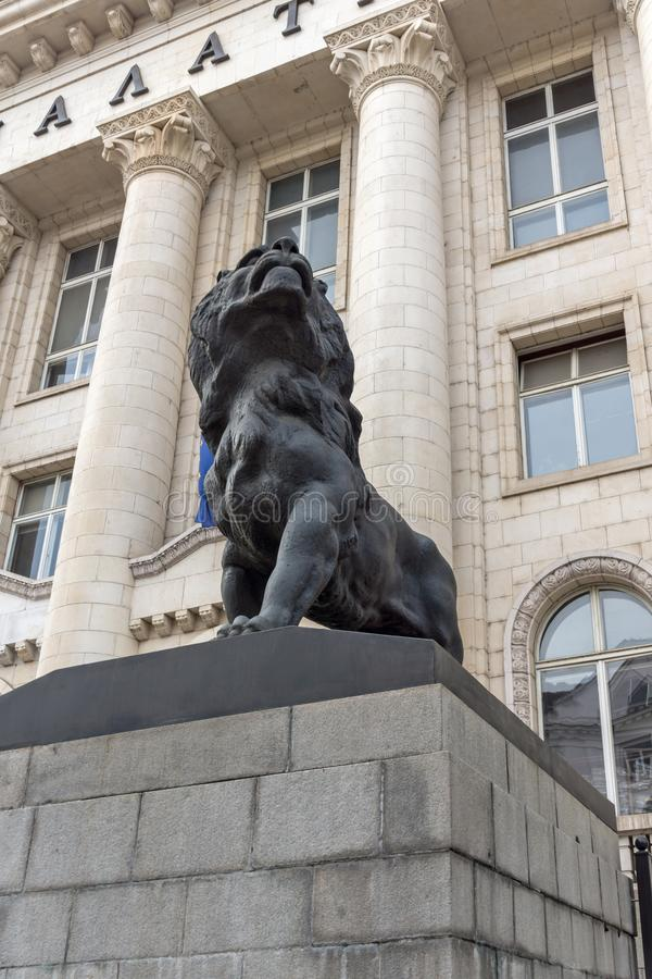 Statue des Löwes des Palastes von Gerechtigkeit in der Stadt von Sofia, Bulgarien stockbilder