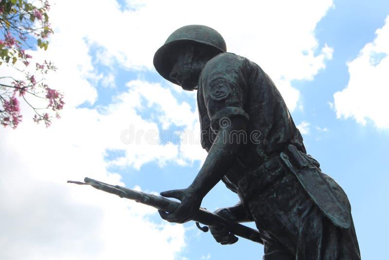Statue des Mannhimmelkrieges lizenzfreies stockbild