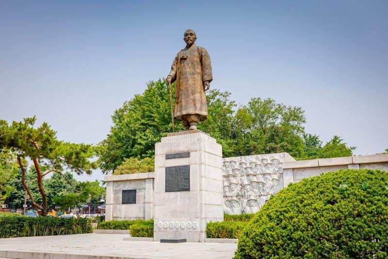 Statue des Patrioten Wolnam Lee Sang-Jae am Jongmyo-Park an stockbilder