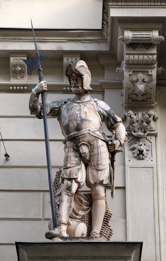 Statue des soldats autrichiens sur le portail de la ville hôtel Graz photographie stock