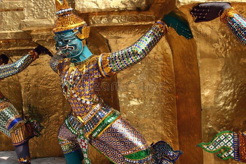 Statue des tragenden Drachen stockfotos