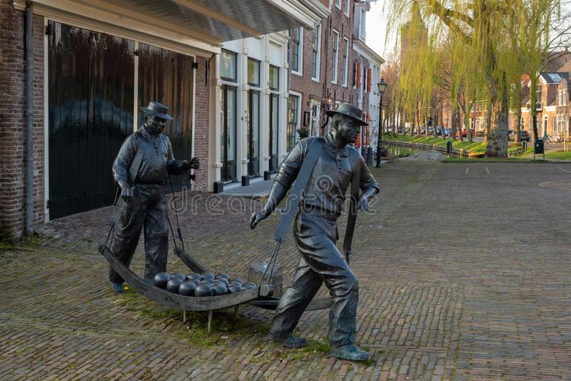 Statue des transporteurs de fromage sur le marché de fromage d'ex-fonctionnaire de l'édam, Pays-Bas photos stock