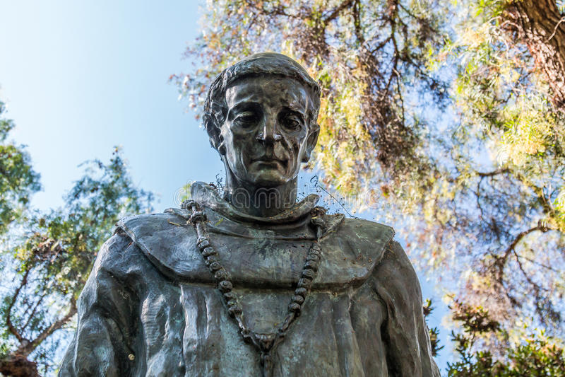 Statue des Vaters Serra in Presido-Park, San Diego lizenzfreie stockbilder