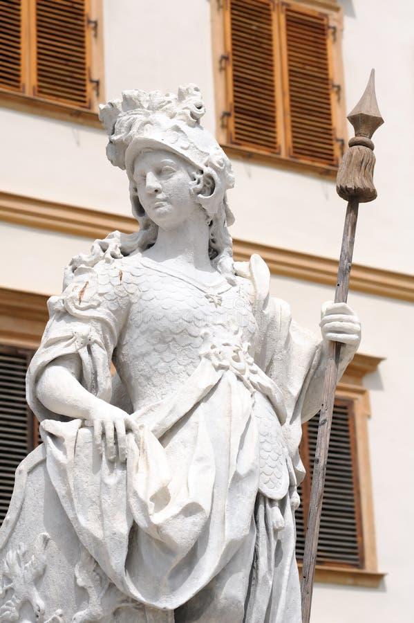 Statue devant le château d'Eggenberg photo stock