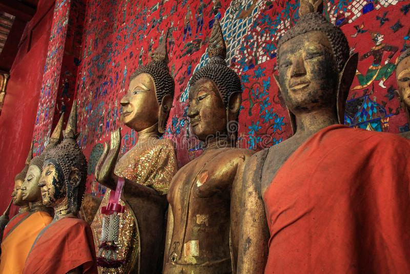 Statue di Buddha al tempio di Wat Xieng Thong in Luang Prabang fotografia stock libera da diritti