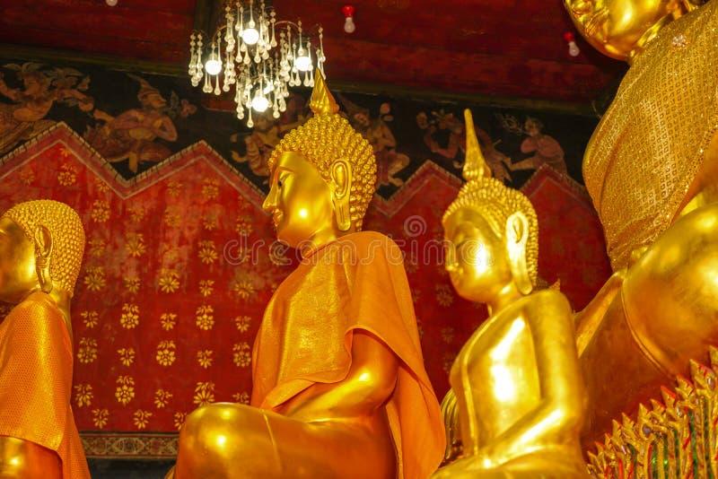 Statue di Buddha in chiesa di tradizionale in Tailandia fotografia stock libera da diritti